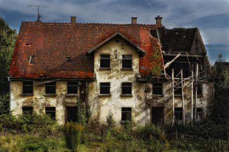 old abandonned house time passing